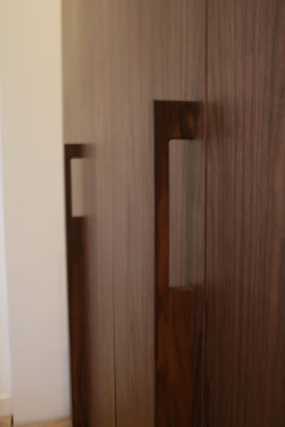 kledingkast-op-maat-notenhout-den-haag-04.jpg